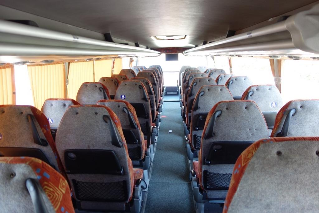 ミラノのアウトレット「セッラヴァッレ」ツアーのバス2