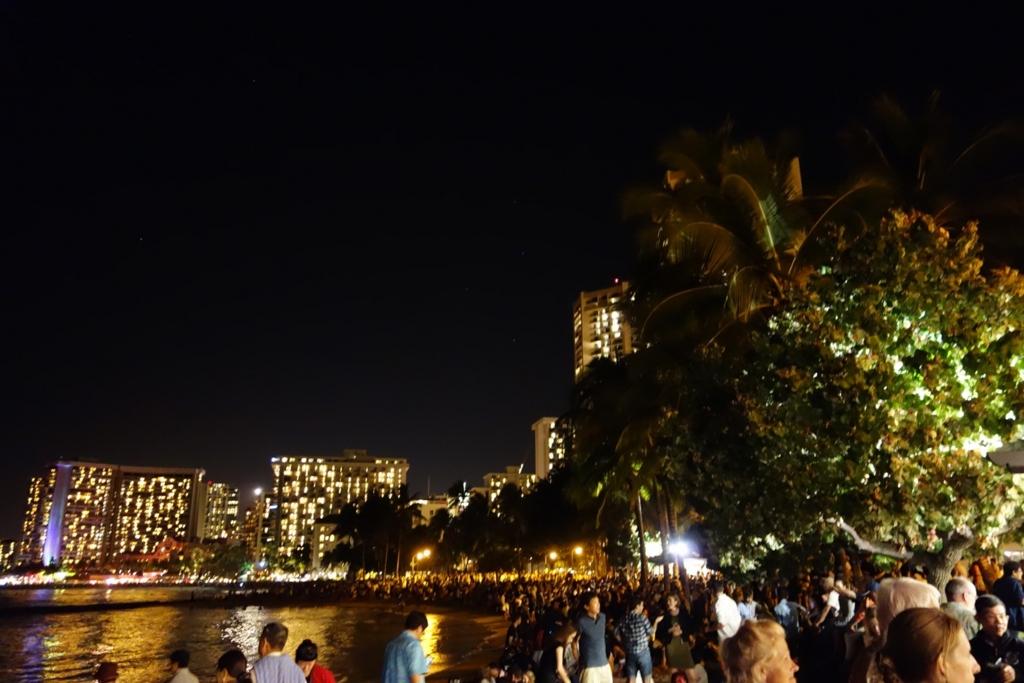 ハワイ年越し花火の様子(ワイキキビーチ)