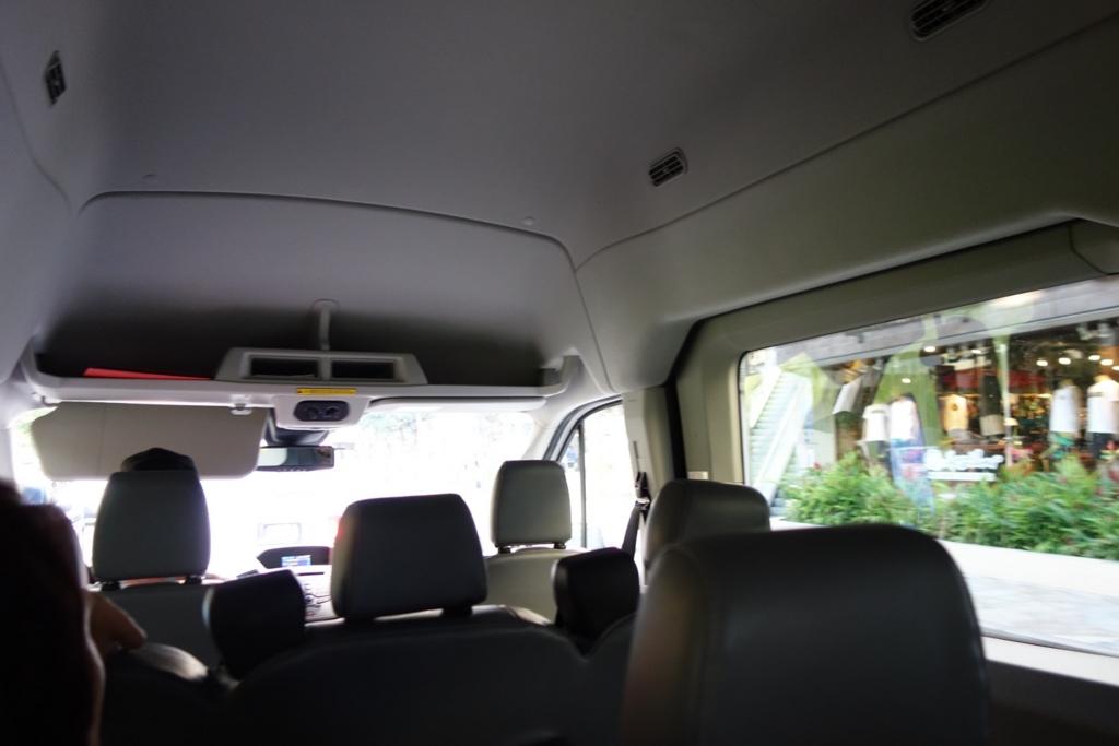 ワイケレアウトレットのバスの様子