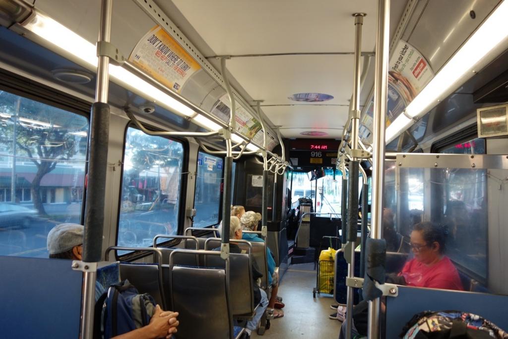ザ・バスの車内