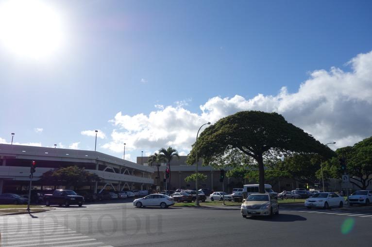 「Kilauea Ave + Makaiwa St」のバス停の周辺