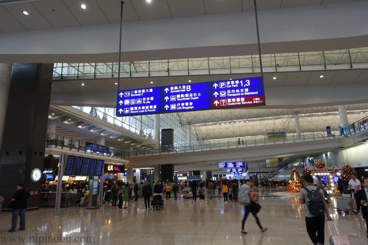 香港国際空港からエアポート・エクスプレスへの移動方法1