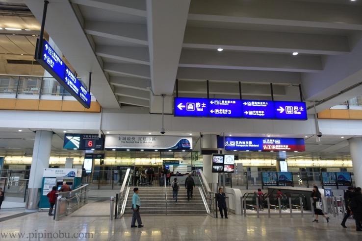 香港国際空港からエアポート・エクスプレスへの移動方法4