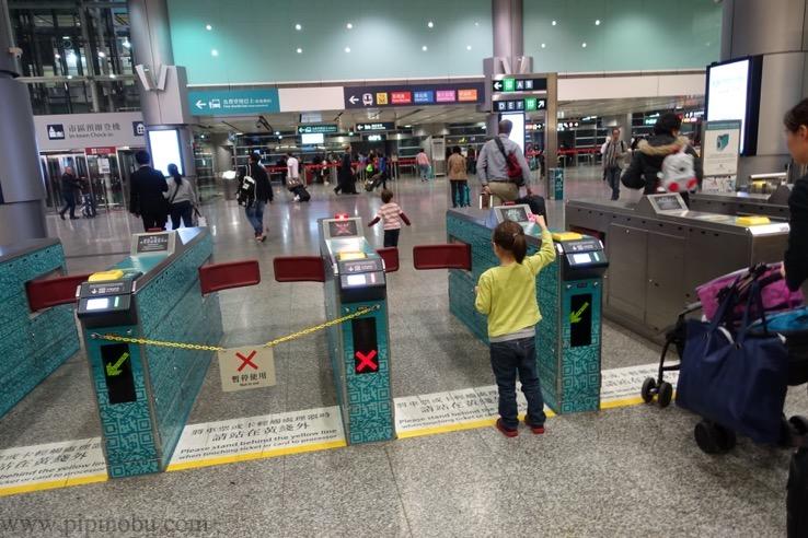 エアポート・エクスプレスの香港駅の様子1