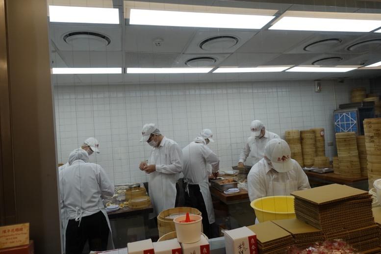 鼎泰豊(ディンタイフォン)台北本店の内観1