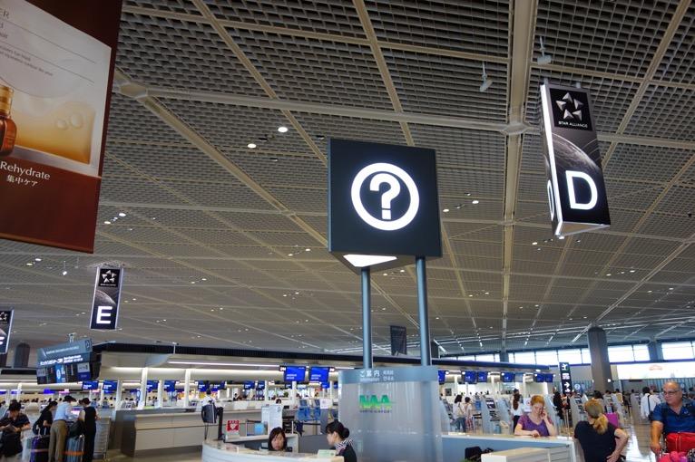 国際線の空港内のインフォメーション