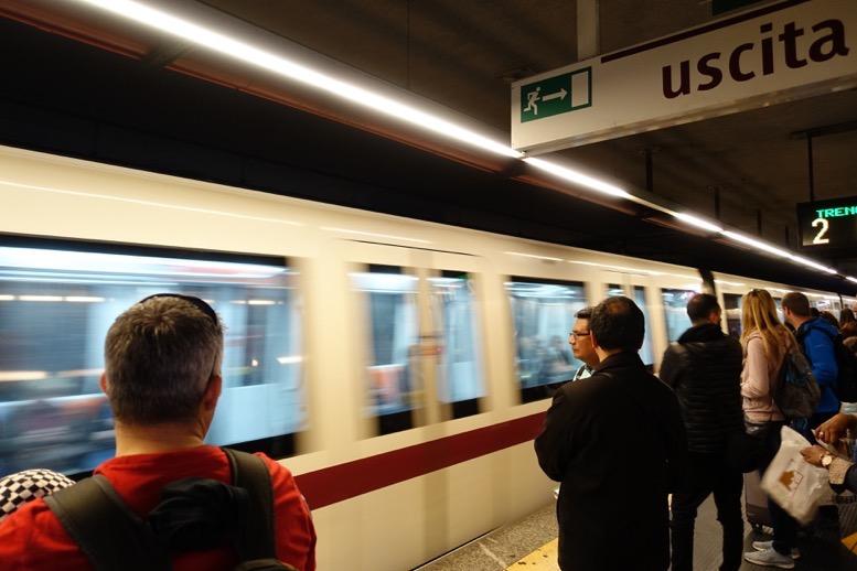 ローマの地下鉄:車両