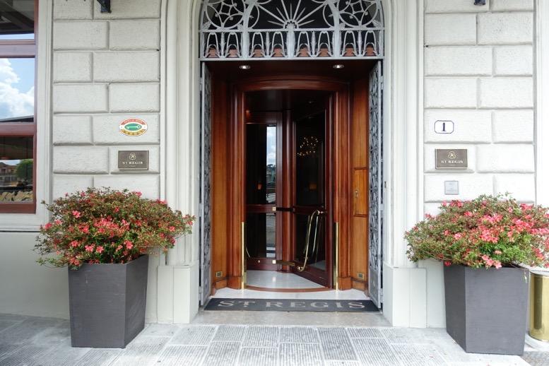 「セントレジス ・フィレンツェ」の玄関1