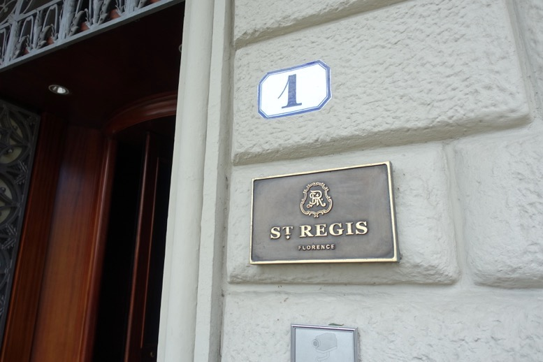 「セントレジス ・フィレンツェ」の玄関2