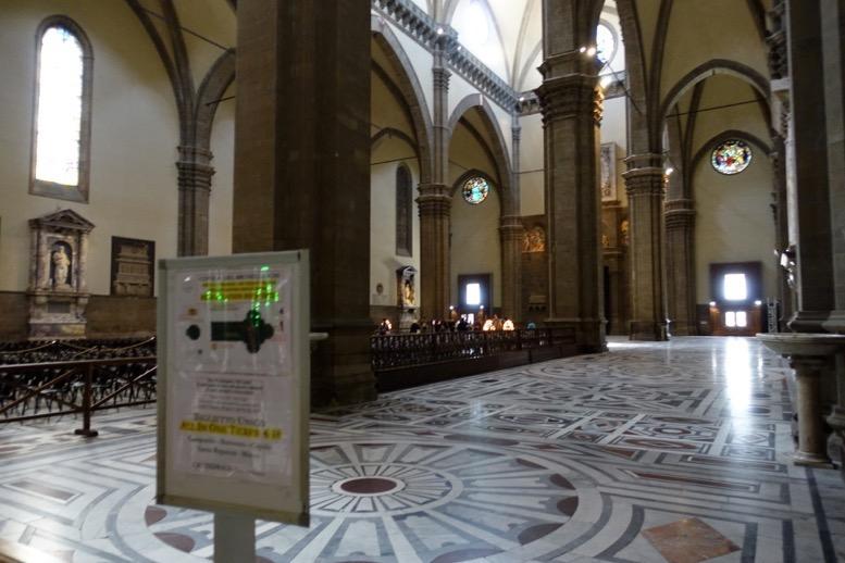 クーポラ:教会の内部1