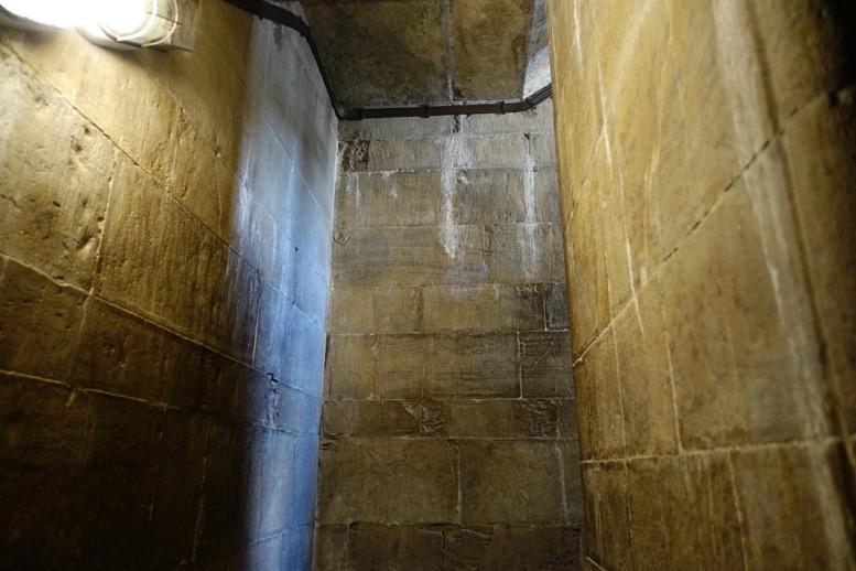 クーポラ:頂上への階段1