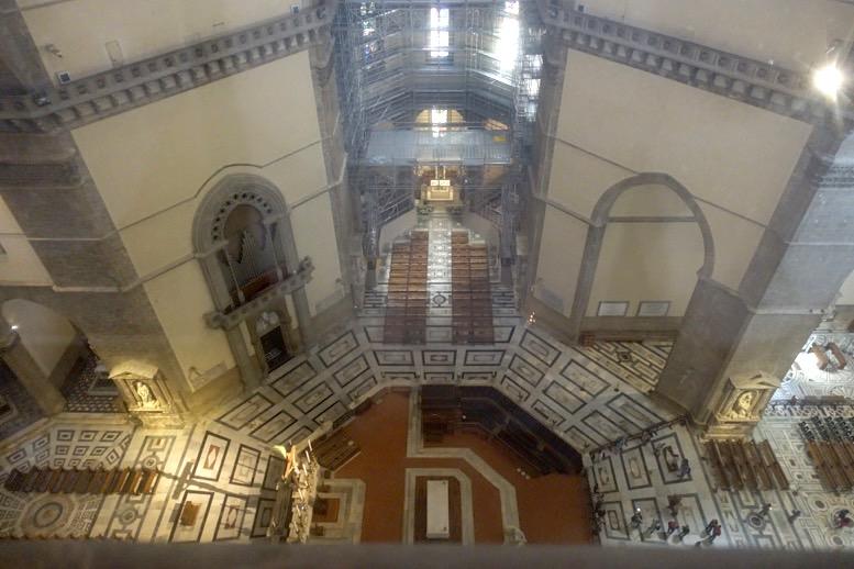 クーポラ:上から見た教会内部