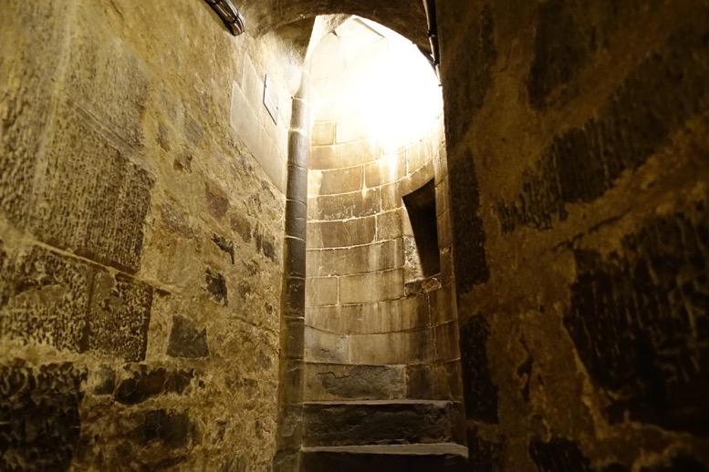 クーポラ:頂上への階段3