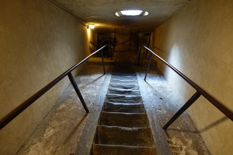 クーポラ:頂上への階段4