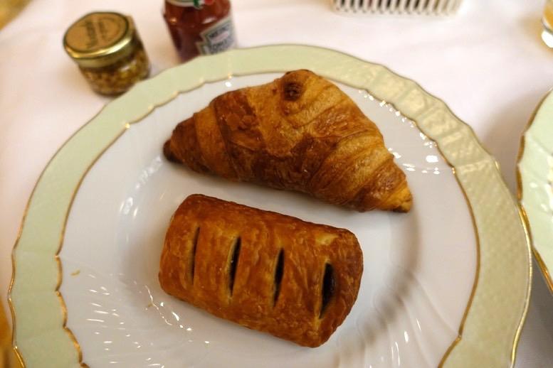 朝食ビュッフェ:パン