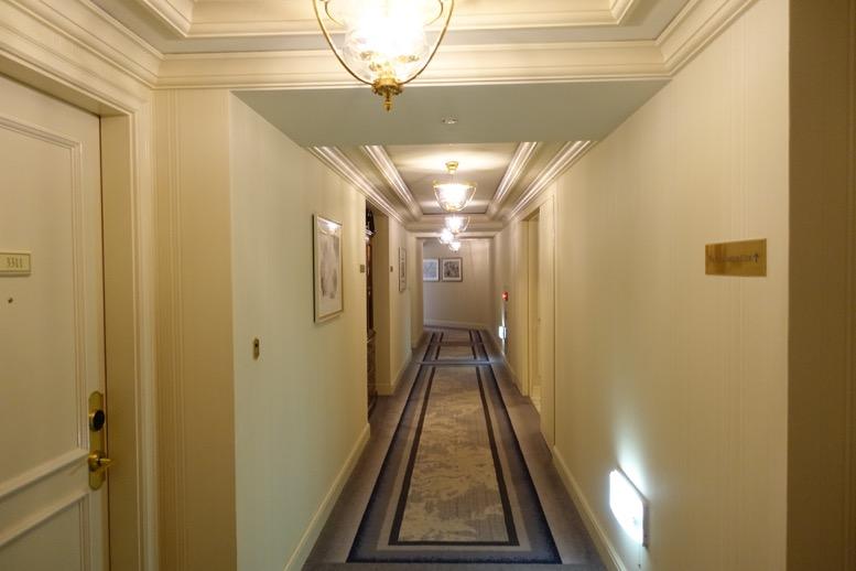 リッツ大阪:廊下1
