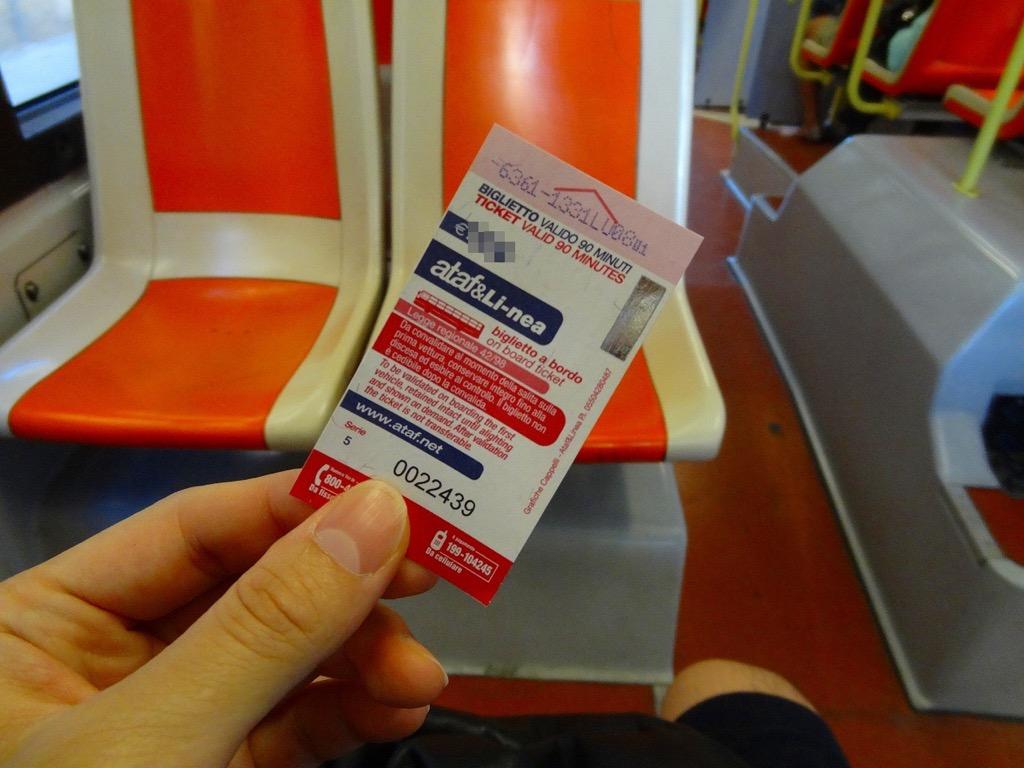 フィレンツェのバスの車内と切符