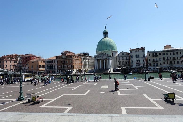 ベネチア「サンタルチア駅」の出口2