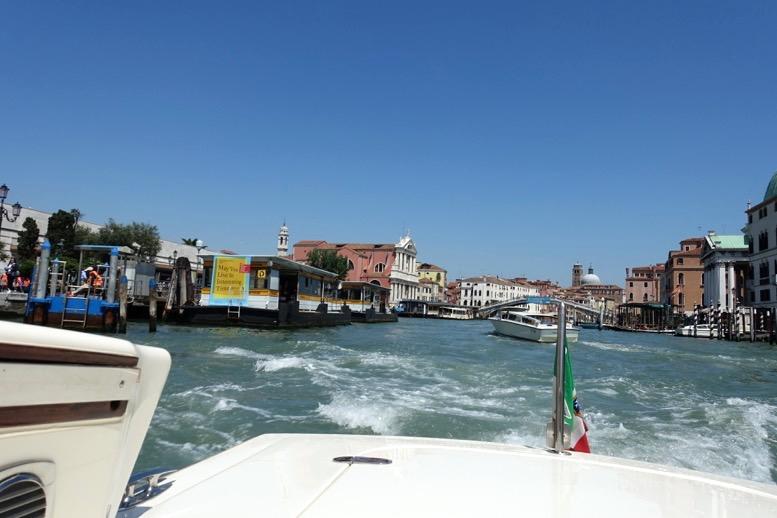 ベネチア「水上タクシー」の船上からの眺望2
