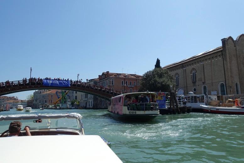 ベネチア「水上タクシー」の船上からの眺望3