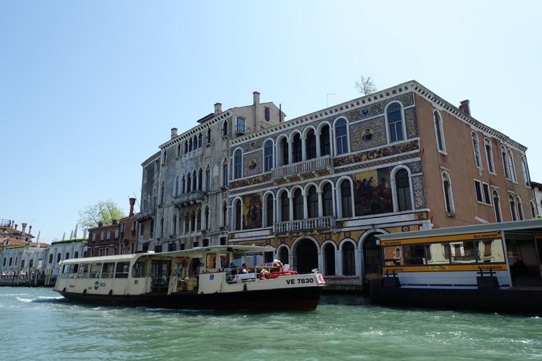 ベネチア「水上タクシー」の船上からの眺望4