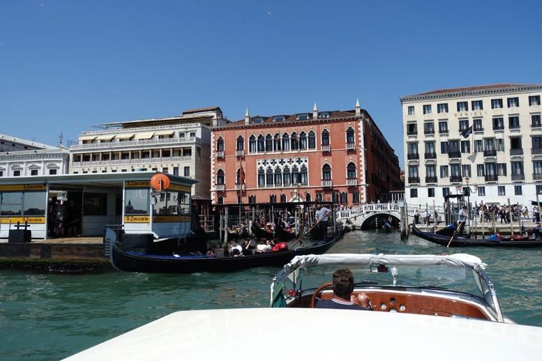 ベネチア「水上タクシー」の船上からの眺望6