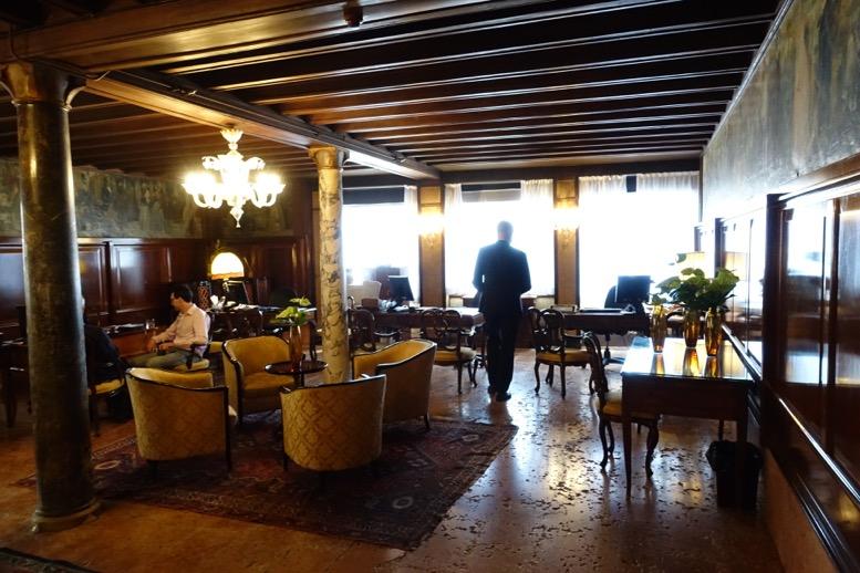 「ホテル・ダニエリ」のレセプション1