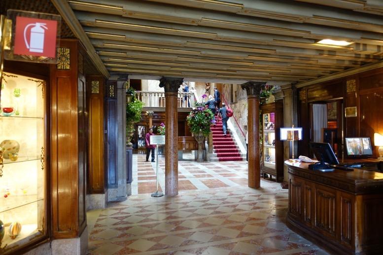 「ホテル・ダニエリ」のロビー1