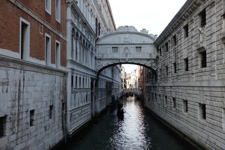 ベネチアの「ため息橋」