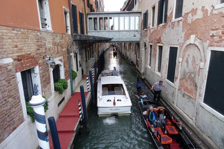 「ホテル・ダニエリ 」の横の運河