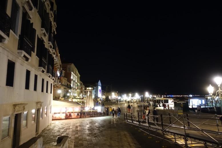 ホテルダニエリ前のゴンドラ乗り場(夜間)1