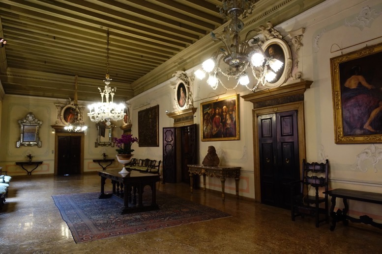 「ホテル・ダニエリ」のホール1