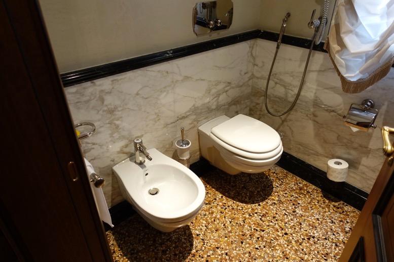 ダニエリ 「シグネチャー・スイート」のトイレ1