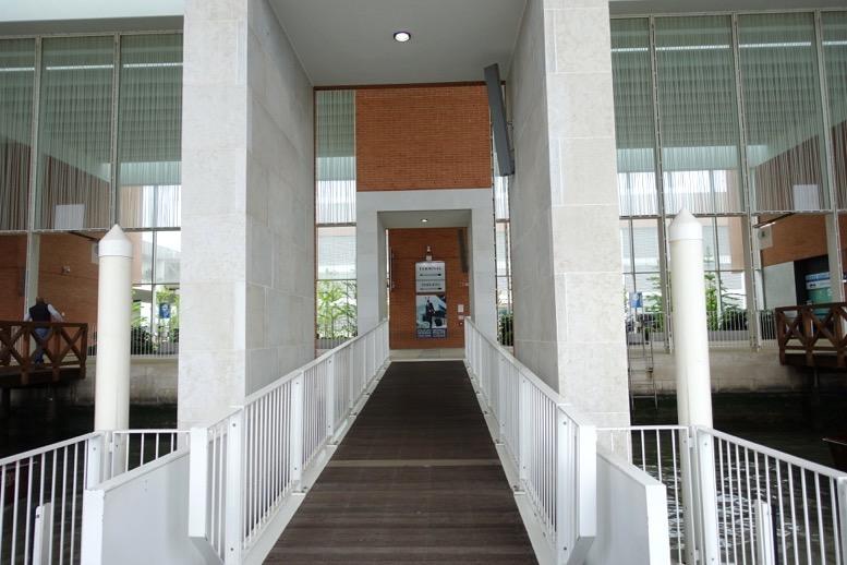 マルコポーロ国際空港の桟橋2