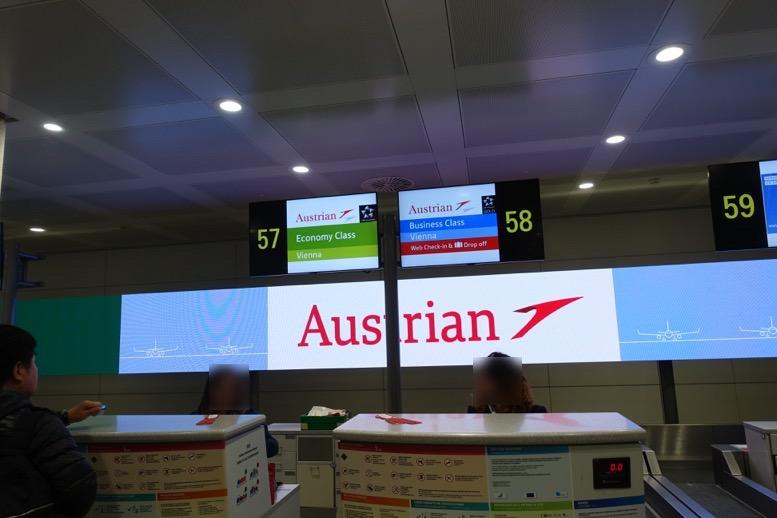 マルコポーロ空港のオーストリア航空のカウンター2