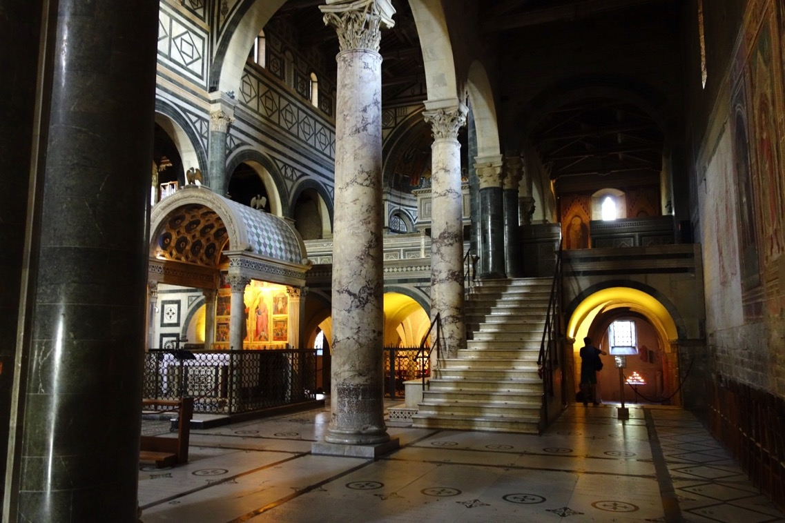 サン・ミニアート・アル・モンテ教会の「内観」1