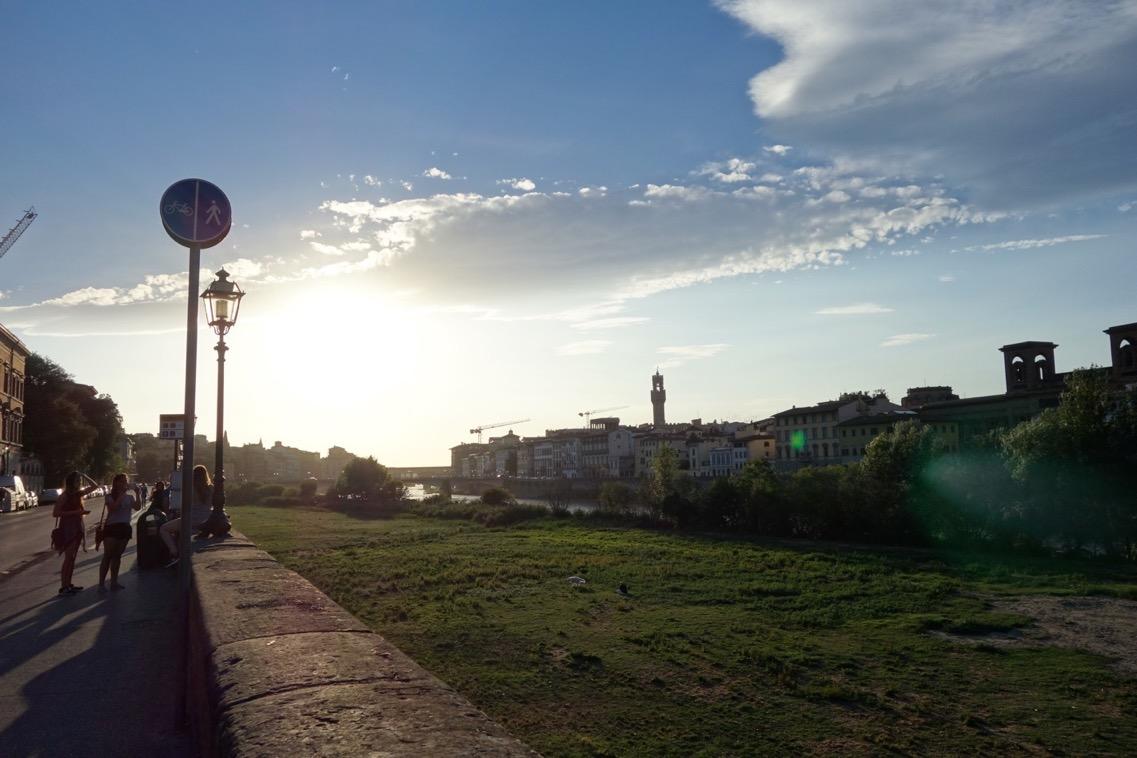 フィレンツェ「アルノ側」の風景1