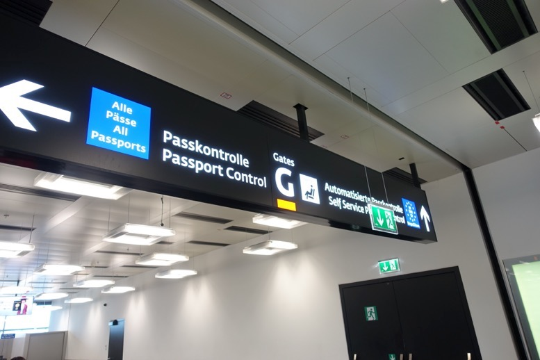 ウィーン空港のパスポートコントロール