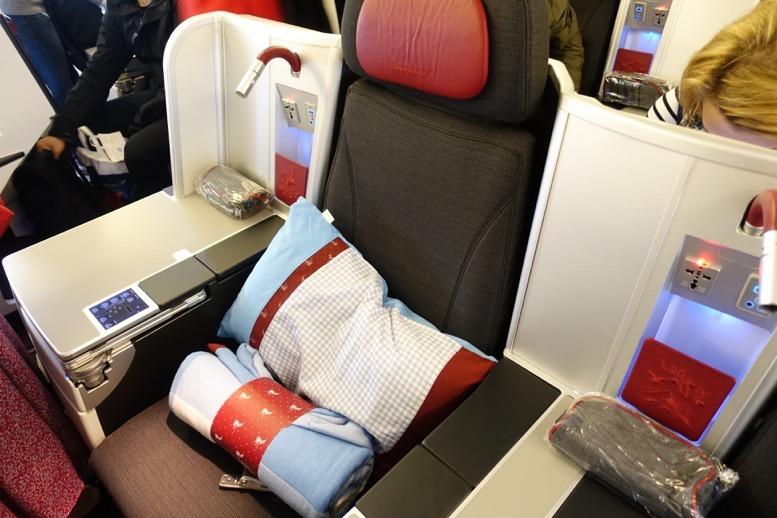 オーストリア航空「ビジネスクラス」の座席(シート)4