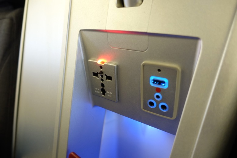 オーストリア航空「ビジネスクラス」の座席(シート)9