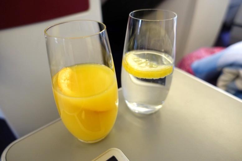 オーストリア航空「ビジネスクラス」のウェルカムドリンク1