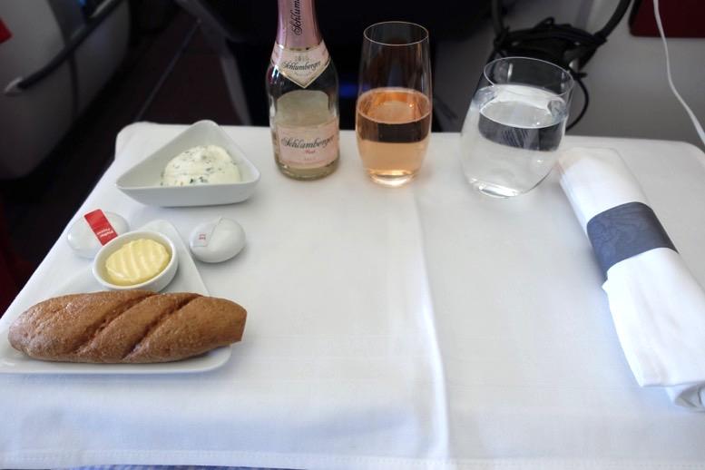 オーストリア航空「ビジネスクラス」の機内食(フード)1