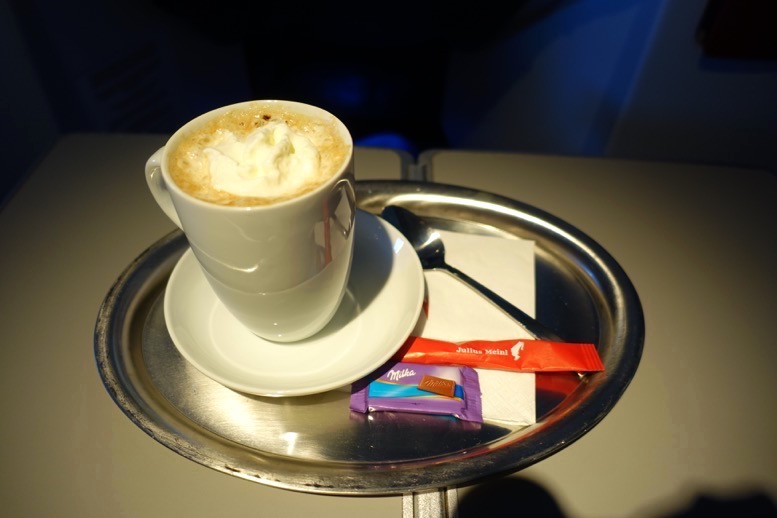 オーストリア航空「ビジネスクラス」のコーヒーサービス3