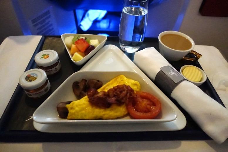 オーストリア航空「ビジネスクラス」の機内食(朝食)1