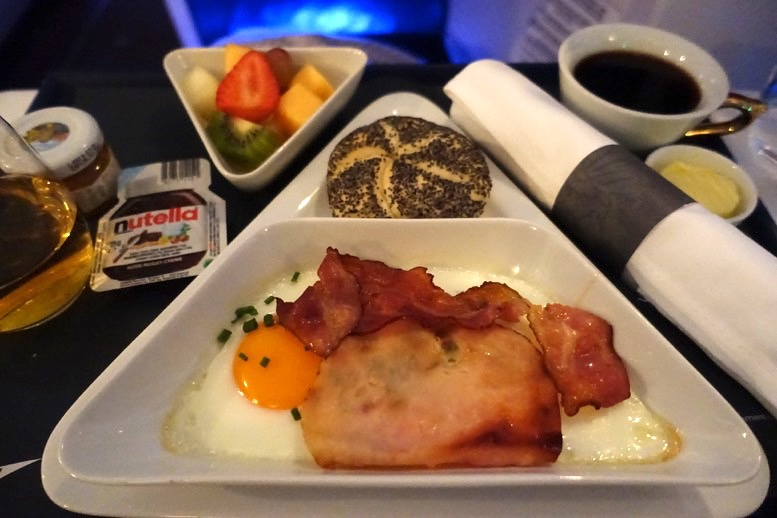 オーストリア航空「ビジネスクラス」の機内食(朝食)2