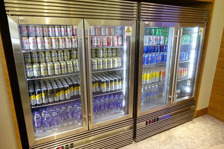 上海浦東空港のエアチャイナラウンジ:バーカウンター(4階)2