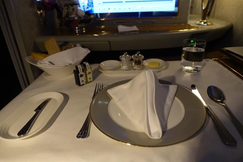 エミレーツ航空ファーストクラス:機内食(洋食)1