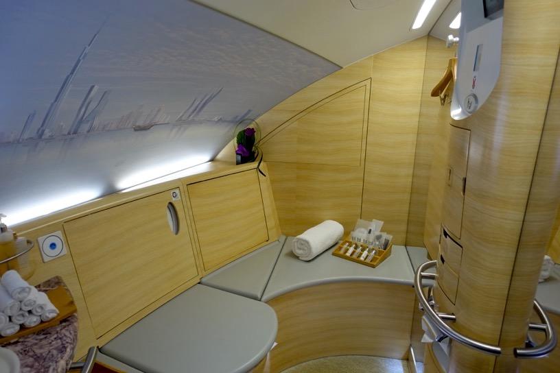 エミレーツ航空ファーストクラス:シャワー&トイ2
