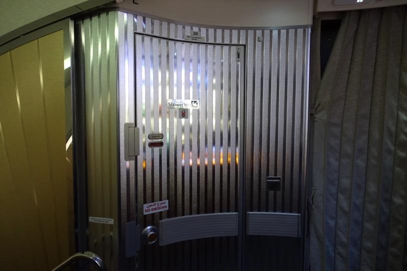 エミレーツ航空ファーストクラス:シャワー&トイレ1