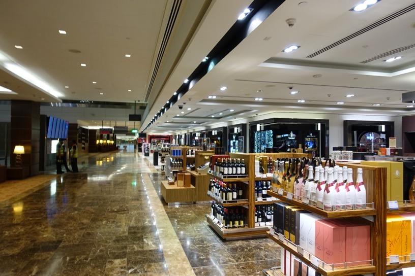 ファーストクラスラウンジ(ドバイ空港):免税店1